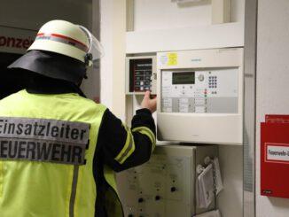 FFW Schiffdorf: Kaputtes Dach sorgt für Einsatz der Feuerwehr