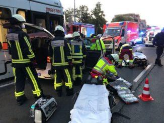 FW-BO: PKW kollidiert mit Straßenbahn in Wattenscheid