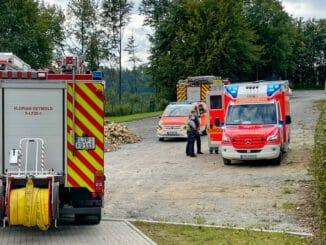 FW-DT: Brennende Gasflasche in Imbissstand - eine verletzte Person