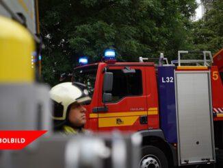 FW Dresden: Brand an einer Lagerhalle