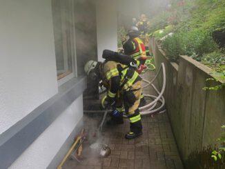 FW-EN: Wohnungsbrand in der Bahnhofstraße - Gebäude verraucht.