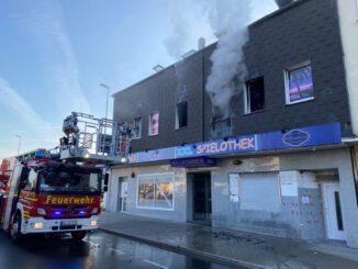 FW-GE: Drei Brandeinsätze am Donnerstagmorgen halten die Feuerwehr Gelsenkirchen in Atem