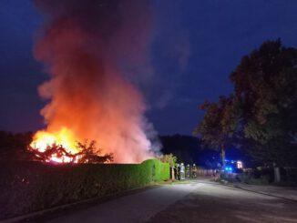 FW-GE: Gartenlauben brennen in Bulmke-Hüllen