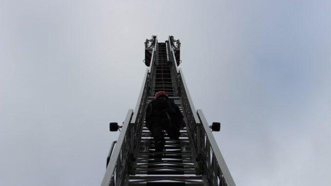 FW-Heiligenhaus: Feuerwehrleute aus dem Kreis zur Ausbildung in Heiligenhaus. (Meldung 27/2021)