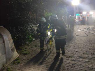 FW-KLE: Löschzug Rindern und Brandweer Millingen aan de Rijn üben den Ernstfall