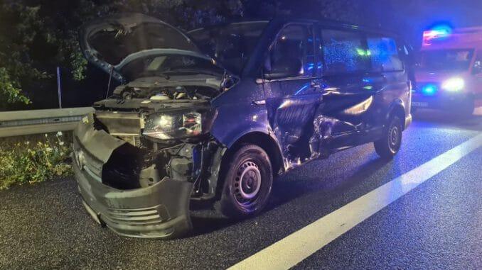 FW Lehrte: Verkehrsunfall Autobahn A2 mit zwei PKW