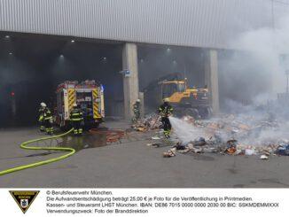 FW-M: Brennendes Müllfahrzeug (Maxvorstadt)