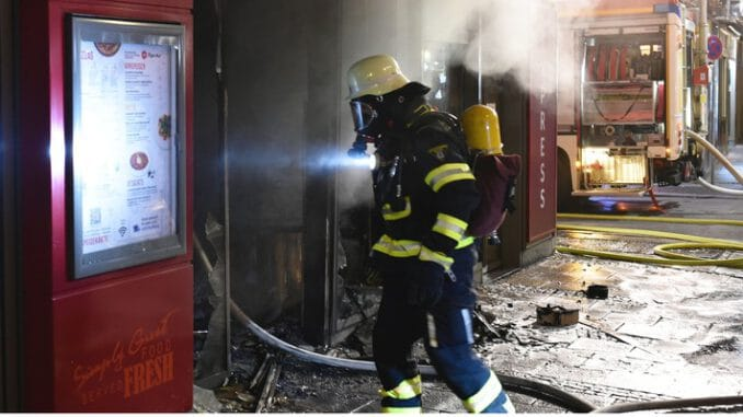FW-M: Feuer im Schnellrestaurant (Ludwigsvorstadt)