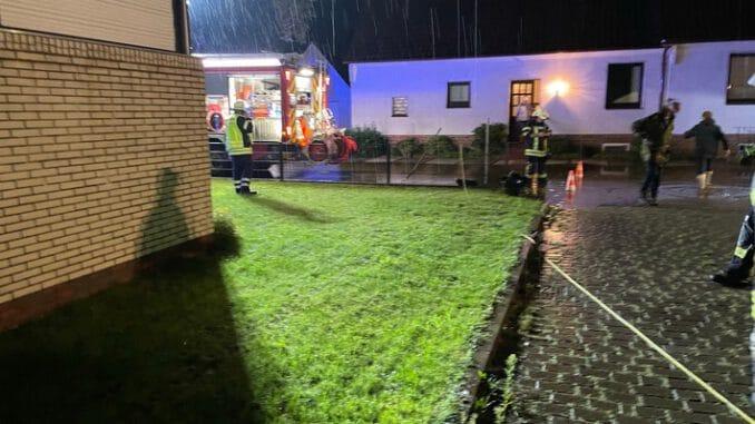FW-ROW: Starker Regen sorgt für vollgelaufenen Keller in Sittensen