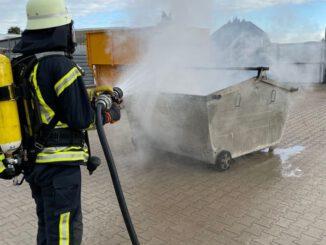 FW-Schermbeck: Brennender Müllcontainer in Schermbeck