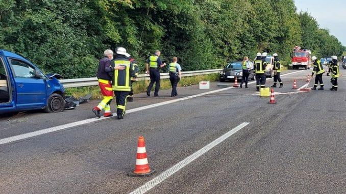 FW Sonsbeck: Verkehrsunfall auf der A57 - Absicherung für den Rettungsdienst