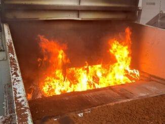 FW Stockach: Brand in einer Müllpresse