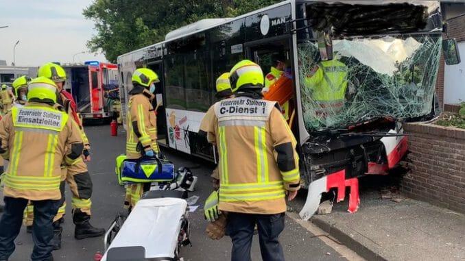 FW-Stolberg: Verkehrsunfall mit Bus