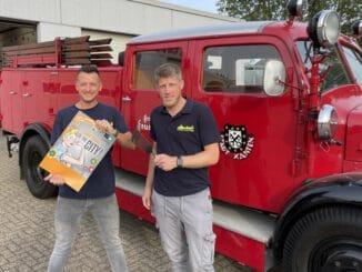 FW Xanten: Pannekiekers Kochfest to go - Feuerwehr Xanten beteiligt sich an Flower Power Sunday meets Classic Cars auf dem Xantener Marktplatz