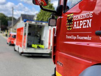 FW Alpen: Person in verschlossener Wohnung
