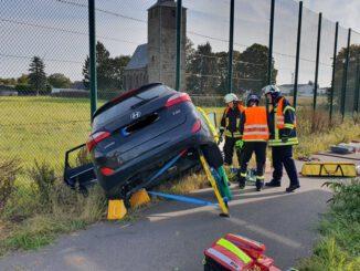 FW Düren: Schwerer Verkehrsunfall mit mehreren Verletzten