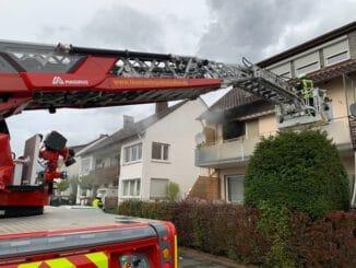 FF Bad Salzuflen: Mensch stirbt bei Wohnungsbrand in Bad Salzuflen / Mehrstündiger Feuerwehreinsatz der Breslauer Straße