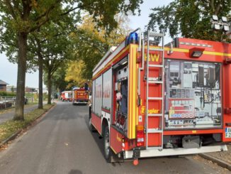 FW Bocholt: Gasleitung bei Baggerarbeiten beschädigt