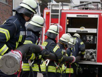 FW Celle: 16 neue Feuerwehrleute ausgebildet - Truppmannausbildung Teil 1 in Celle abgeschlossen