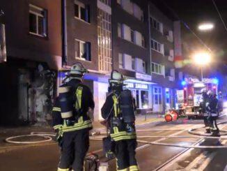 FW-DO: 04.10.2021 - FEUER IN KÖRNE Brennender Sperrmüll in Hofdurchfahrt