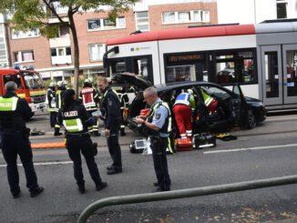 FW-DO: 04.10.2021 - VERKEHRSUNFALL IN KÖRNE Zusammenstoß mit Straßenbahn