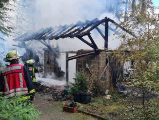 FW-DO: 08.10.2021 Dortmund - Aplerbecker Mark Brand eines Gartenhauses
