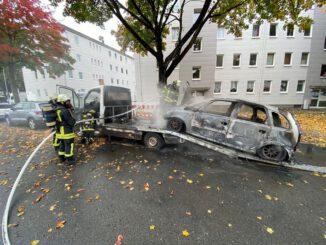 FW-DO: 19.10.2021 - FEUER IN MITTE-OST PKW brennt auf Autotransporter