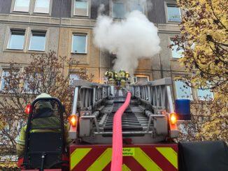 FW Dresden: Wohnungsbrand mit Verletzten