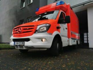 FW-E: Frau stürzt aus Fenster im ersten Obergeschoss und verletzt sich schwer