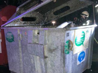 FW-EN: Brennt Altpapiercontainer