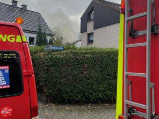 FW-EN: Dachstuhlbrand in der Breddestraße - Zwei Katzen versterben im Dachgeschoss - Feuerwehr konnte Ausbreitung auf den gesamten Dachstuhl verhindern