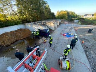 FW-EN: Dreizehn neue Einsatzkräfte für die Feuerwehr