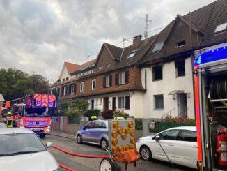 FW-F: Küchenbrand in Schwanheim breitet sich auf Wohnung aus