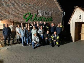FW-KLE: Freiwillige Feuerwehr Bedburg-Hau und Restaurantmitarbeiter trainieren gemeinsam