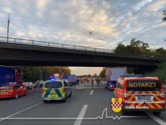 FW Kamen: Erstmeldung++++Schwerer Verkehrsunfall BAB 1 Fahrtrichtung Köln hinter dem Kamener Kreuz