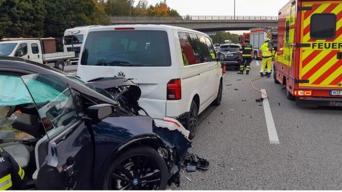 FW-M: Auffahrunfall mit drei Fahrzeugen (A 99)