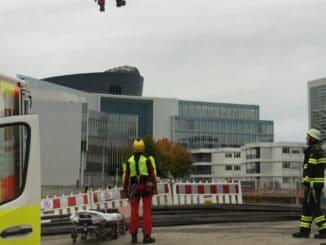 FW-M: Bauarbeiter schwer verletzt (Harthof)