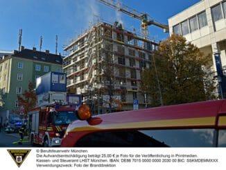 FW-M: Polizei meldet Feuer auf einer Baustelle (Sendling)