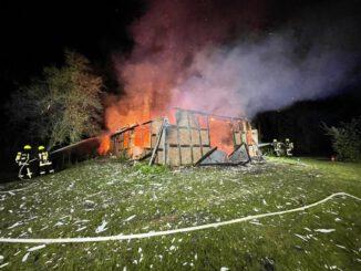 FW-ROW: Fachwerkgebäude durch Feuer komplett zerstört