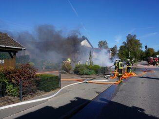 FW-SE: Brand einer Carportanlage mit mehreren Fahrzeugen