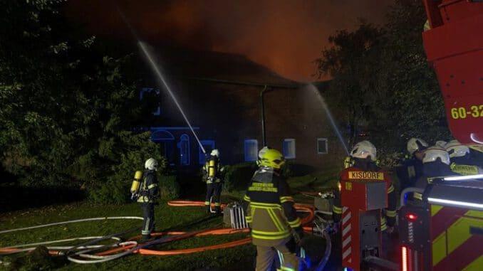 FW-SE: Feuer in einem landwirtschaftlichen Betrieb in Kisdorf