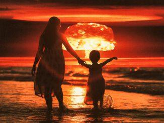 Bomb Explosion Ocean Beach Mom  - Sammy-Sander / Pixabay