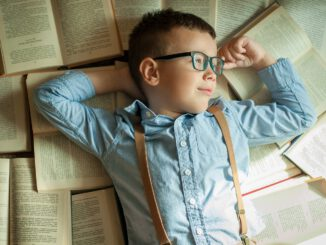 Boy Bookworm Books Reading Library  - Juli-s / Pixabay