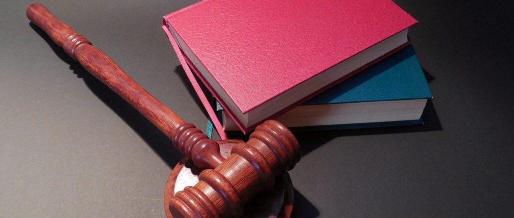Hammer Dish Judge Justice Law  - succo / Pixabay