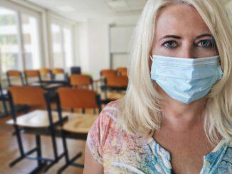 Woman Teacher Face Mask Mouth Guard  - Alexandra_Koch / Pixabay
